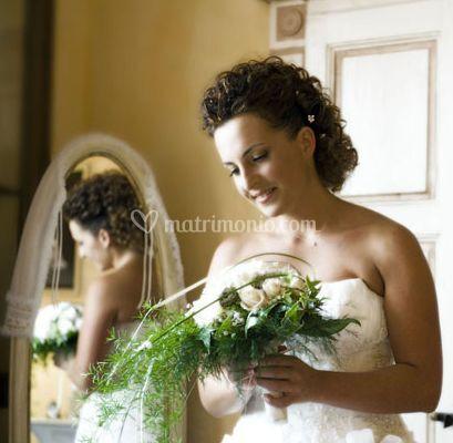 La sposa e il bouquet