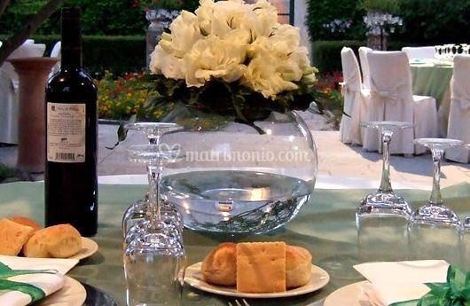 Fiori decorativi a tavola