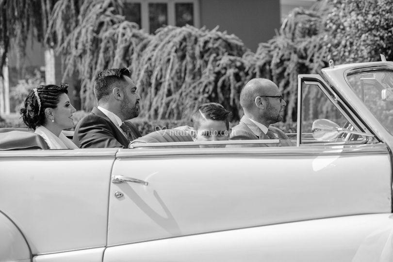 Sposi e auto d'epoca