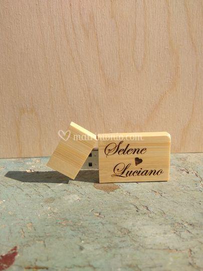 Penna usb in legno incisa