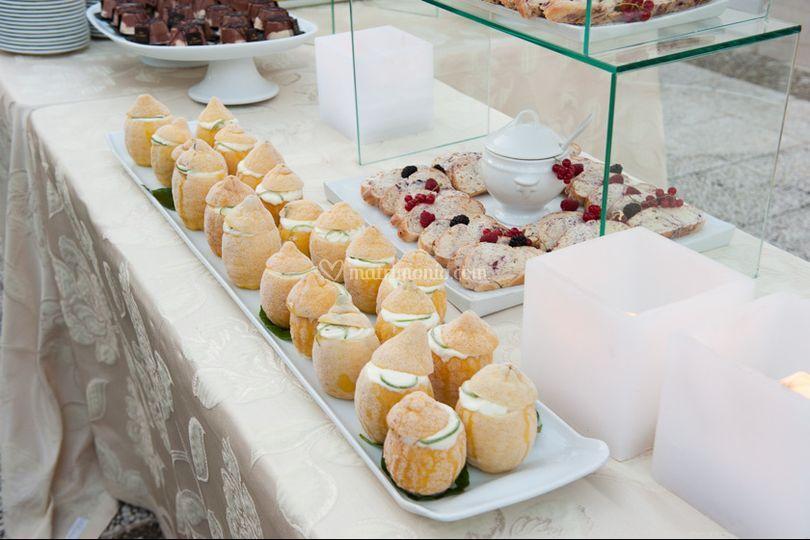 Il buffet di gelato e frutta