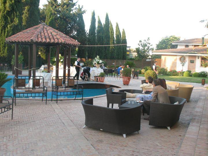 La piscina dove nelle calde sere d'estate serviamo gli aperitivi