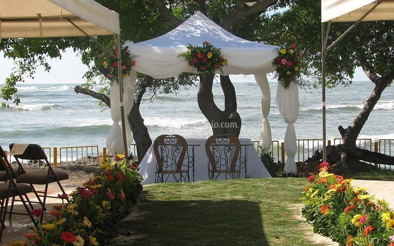 Matrimonio Spiaggia Bari : Lapietra giardini