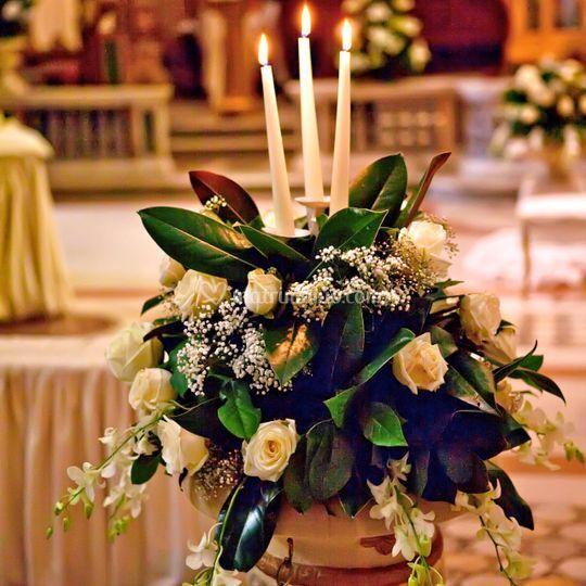 Corbeille di fiori e candele