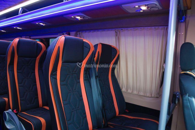 Minibus luxury 24 posti