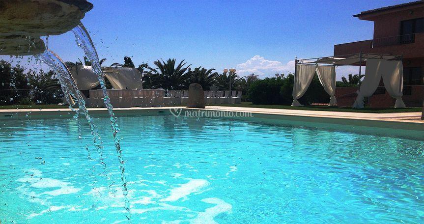 Rito nuziale bordo piscina