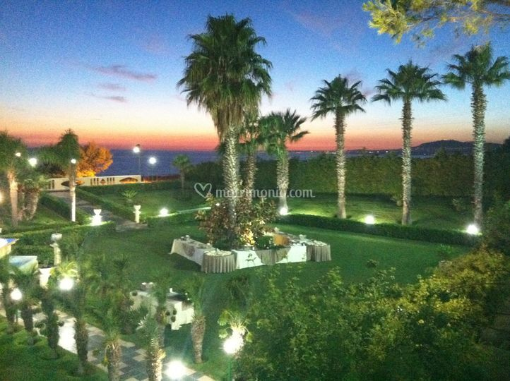 Il tramonto sul giardino
