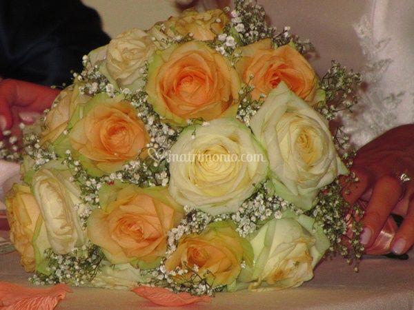 Bouquet rose bianche e pesca