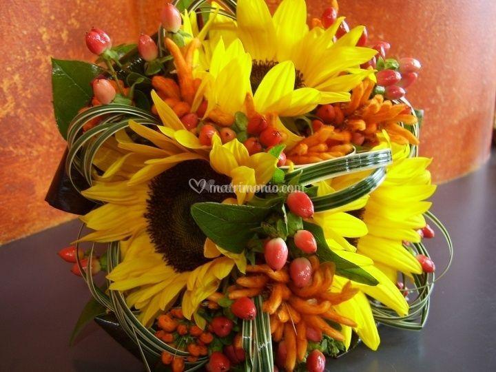 Girasoli Matrimonio Ottobre : Fiori e bacche per il bouquet di nozze d autunno