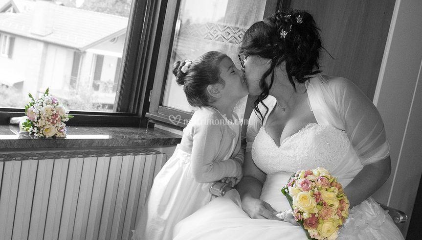 Bacio sposa figlia bouchet