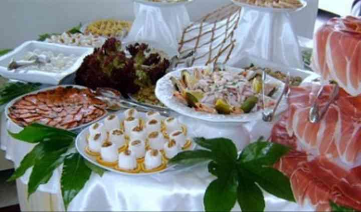Buffet di affettati e spuntini salati