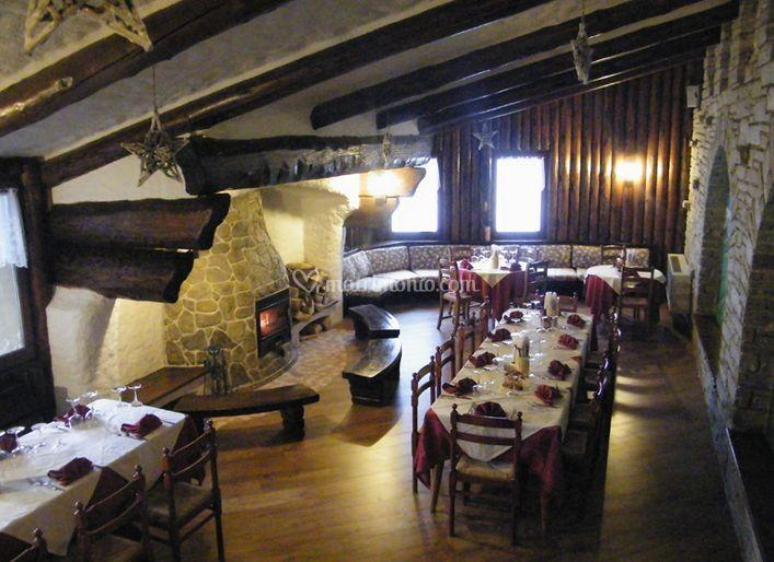 Ristorante di resort monte poieto foto 3 for Immagini taverna rustica