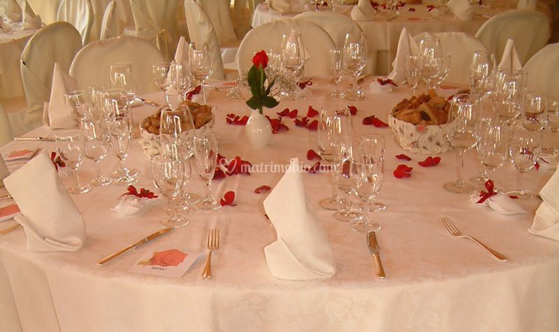 Gazebo tavoli petali di rosa
