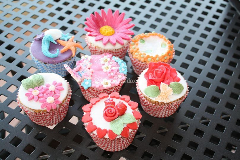 Multicolor cup cakes