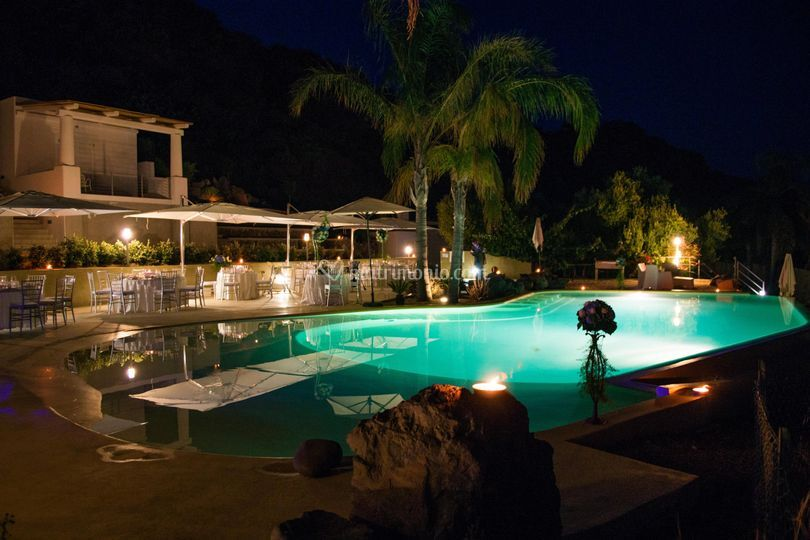 Hotel villa enrica country resort for Matrimonio bordo piscina