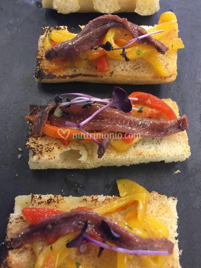 Bruschetta acciughe e peperoni