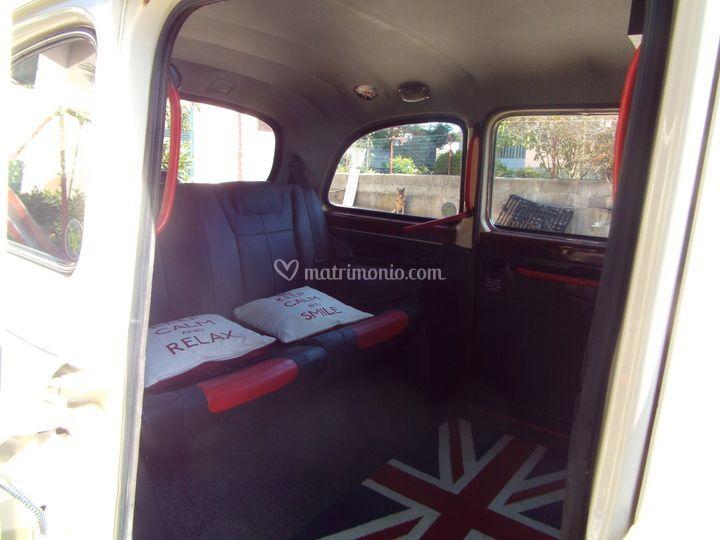 Interno del London taxi moltoi