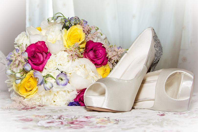 Bouquet e scarpe sposa