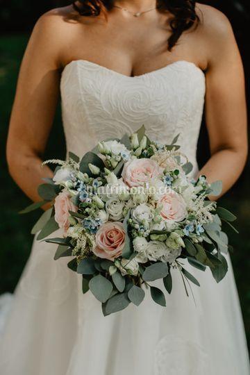 Bouquet in rosa e azzurro