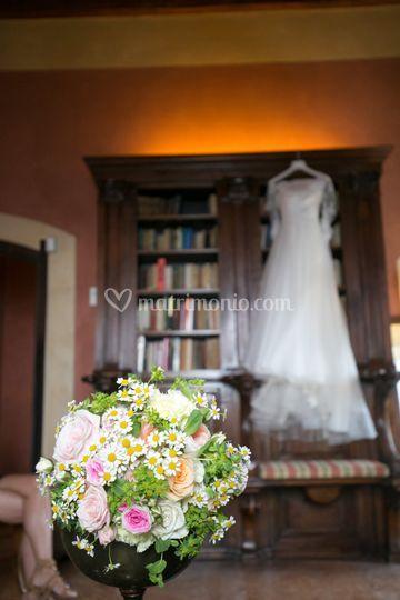 Abito e bouquet della sposa