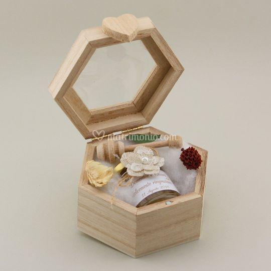 Miele in scatola legno alveare