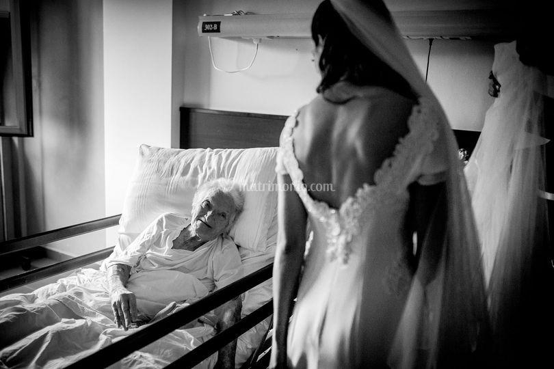La sposa con la nonna