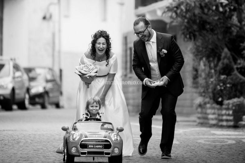 Arrivo sposi e la loro piccola