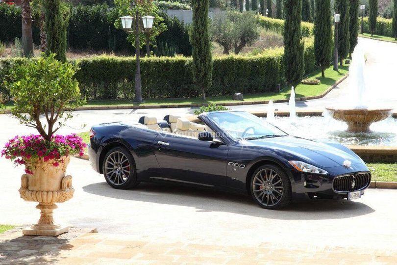 Maserati Grancabrio blu