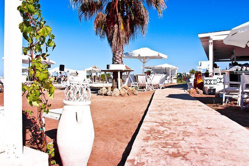 Matrimonio Spiaggia Ostuni : Gazebi in spiaggia di white ostuni foto