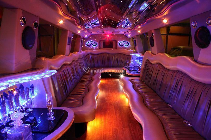 Interni infinity qx56 limousin