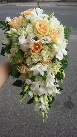 Bouquet cascante orchidee rose