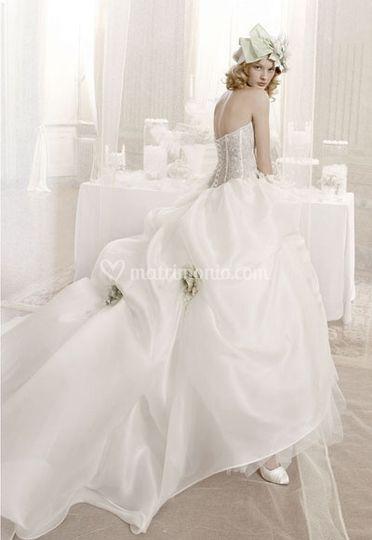 Matrimonio Tema Bosco Incantato : Fiori nella collezione sposa aimée montenapoleone