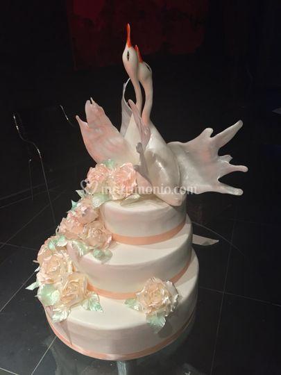 Cigni e fiori in zucchero tira