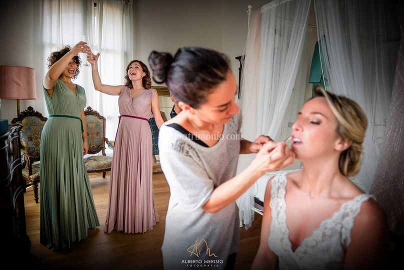 La sposa e  le su damigelle