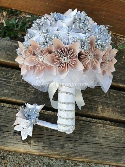 Bouquet/bottoniera fiori carta