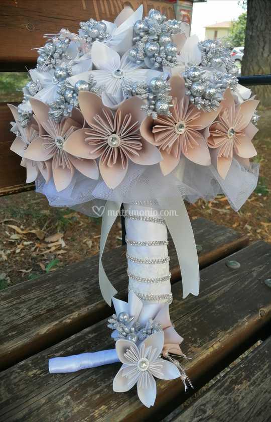 Fiori Kusudama.Bouquet Fiori Carta Kusudama Di Mani Di Viola Foto 29