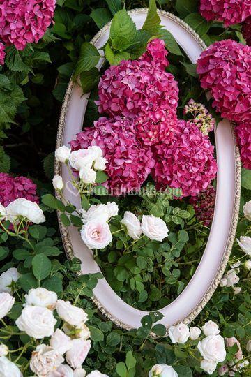 Cornice con fiori freschi