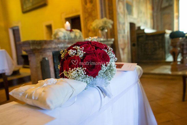 Bouquet rose rosse gipsofila