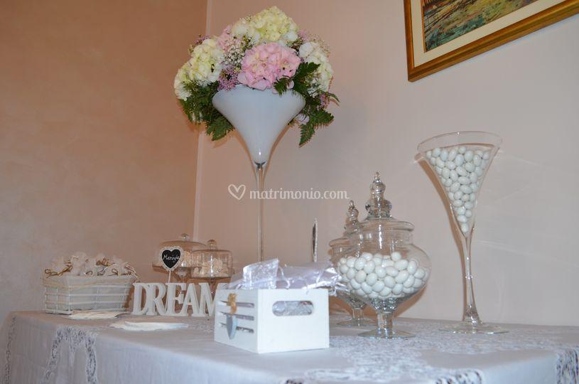 Confettata casa sposa