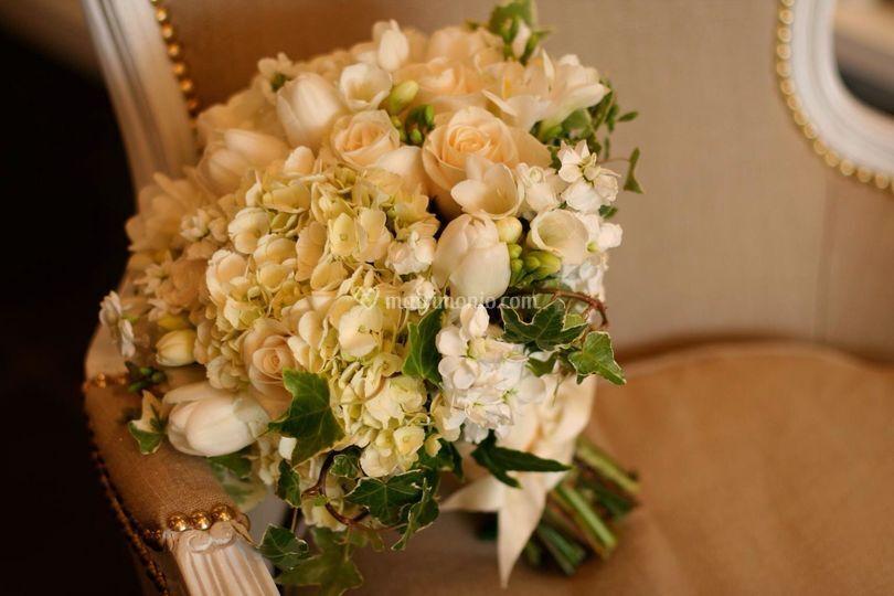 Bouquet rose bianche di Giardini di Sarri Riccardo