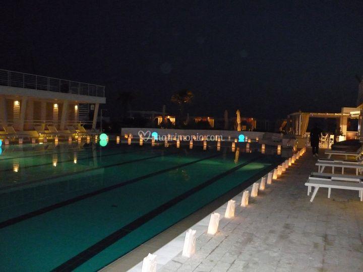 Candele a bordo piscina di giardini di sarri riccardo for Candele per piscina