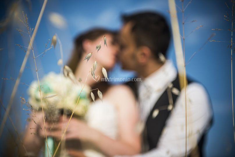 Sposi tra il grano