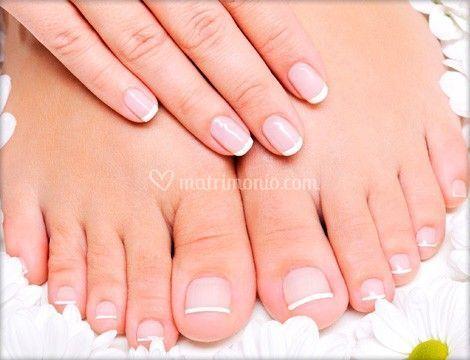 Copertura unghie naturali con french manicure