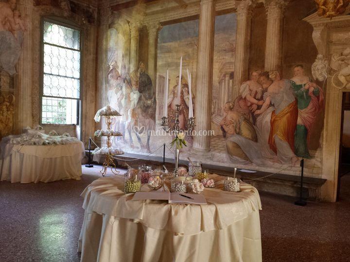 Confettata tra gli affreschi
