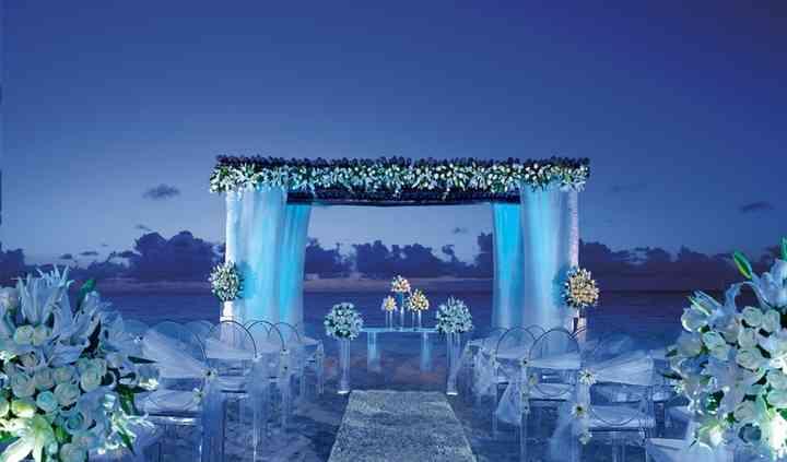 Matrimonio in spiaggia bianco