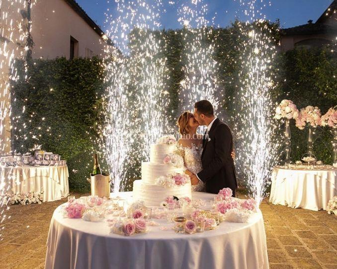 Taglio torta con fontane