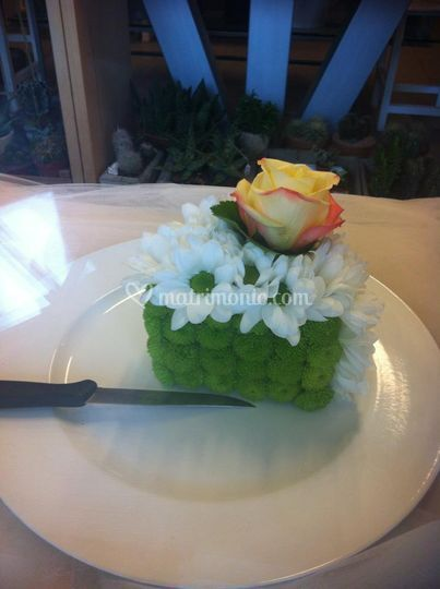 Fetta di torta floreale