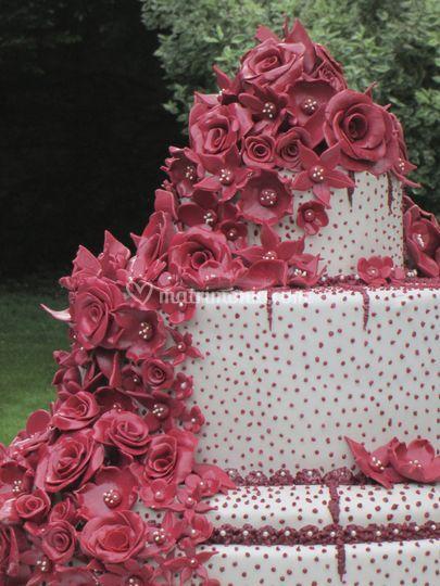 Wedding cake red flowers