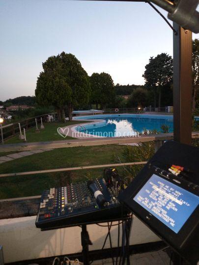 A bordo piscina... live music
