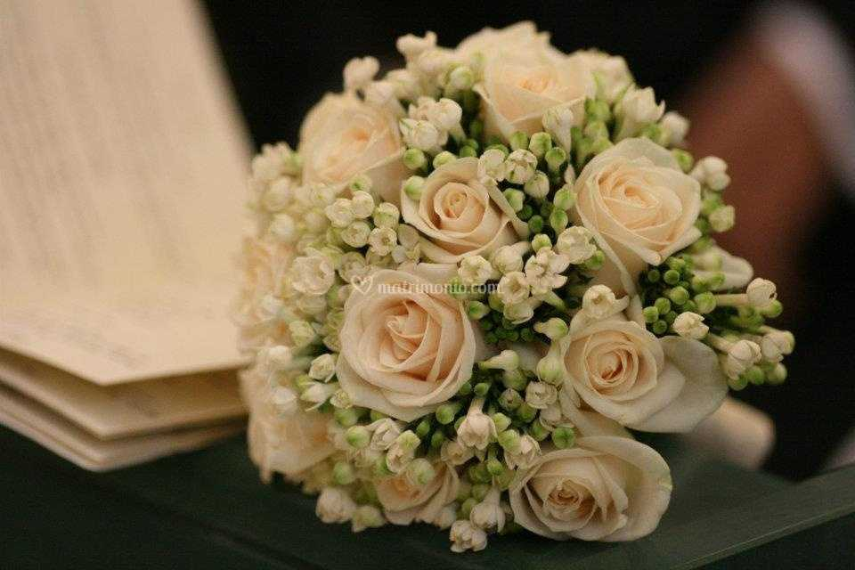 Bouquet Sposa Avorio.Bouquet Rose Avorio E Buvardia Di Fioricoltura Sorrentino Fotos